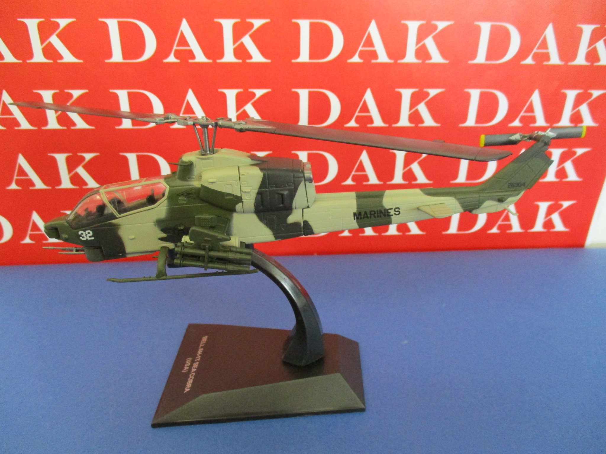 Die cast 1//72 Modellino Elicottero Helicopter Bell AH-1T Sea Cobra USA