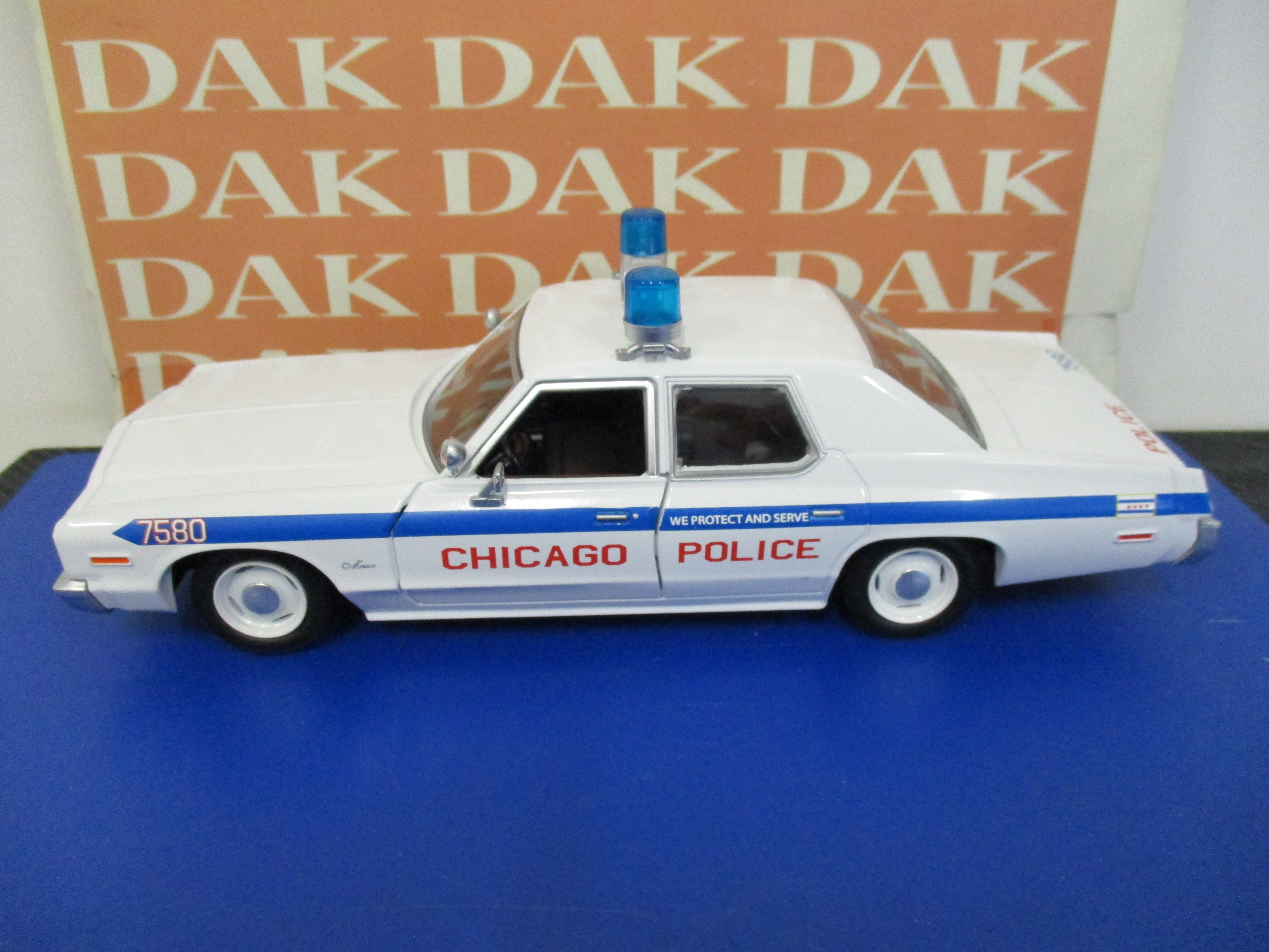 Die cast 1/24 Blues Brothers Dodge Monaco Chicago Police 1975 by Greenlight