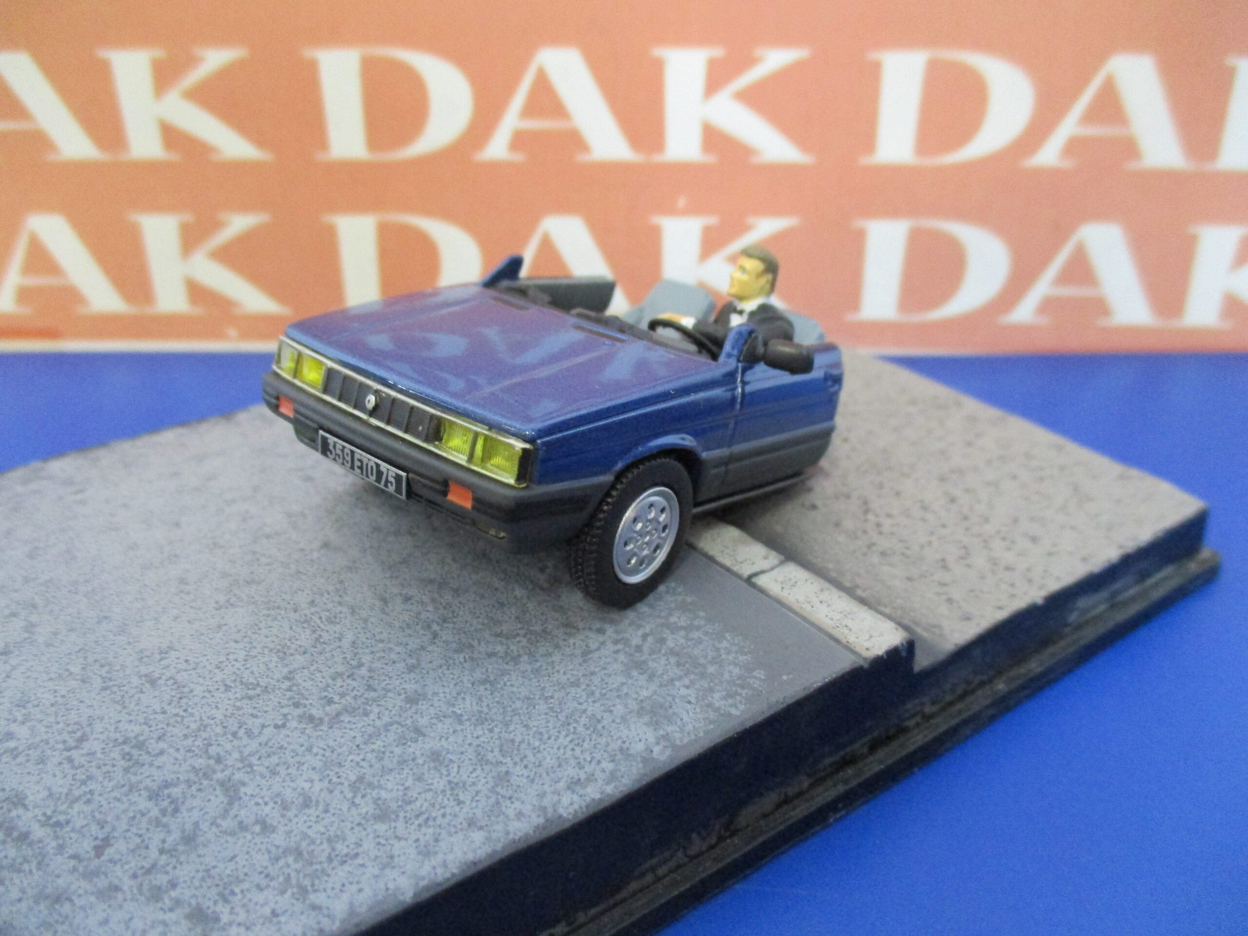 A View To A Kill Die cast 1//43 Modellino Auto 007 James Bond Renault 11 Taxi
